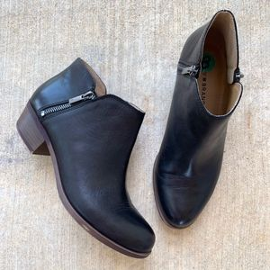 Lucky Brand LP-BURKLEE Zippered Heeled Ankle Boots